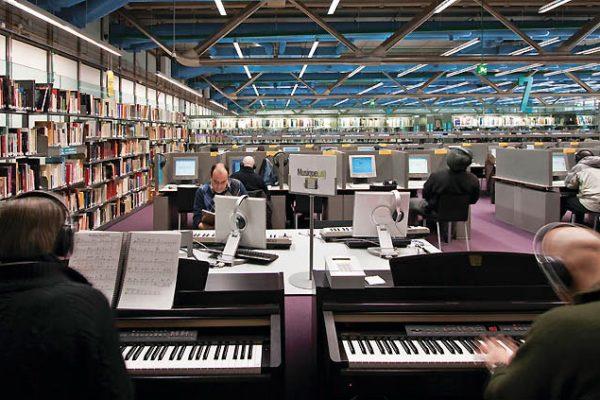 64589-deux-pianos-numeriques-sont-mis-a-la-disposition-du-public-bpimichel-levy